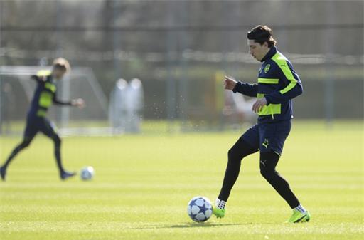 Bellerin thực hiện động tác đỡ bóng, anh vẫn sẽ là sự lựa chọn hàng đầu của Wenger cho vị trí hậu vệ phải