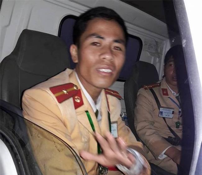 Chiến sĩ CSGT và hành động gây xôn xao mạng xã hội ít ngày qua - Ảnh 3.