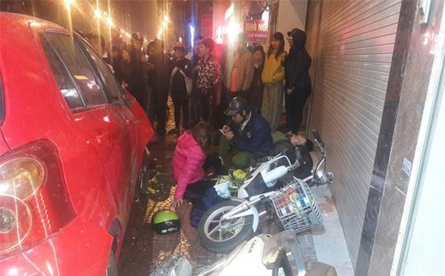 Hà Nội: Ô tô mất lái đâm hàng loạt phương tiện giao thông, 7 người thương vong