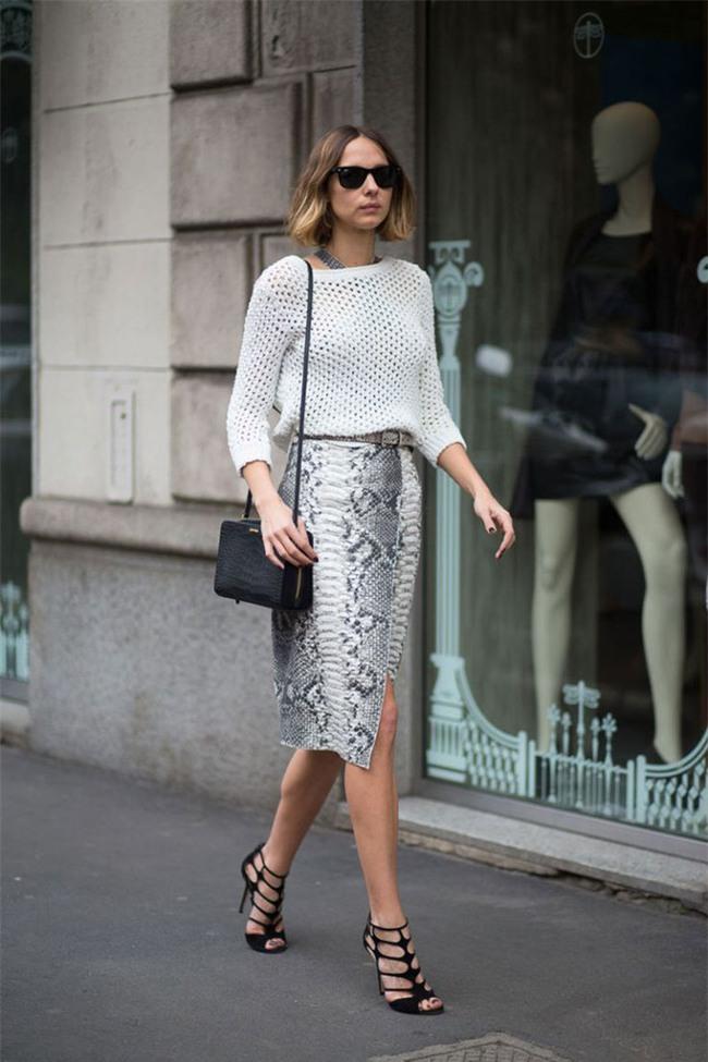 Gợi ý mix đồ đẹp đủ mọi đường với 5 thiết kế chân váy midi quen thuộc - Ảnh 10.