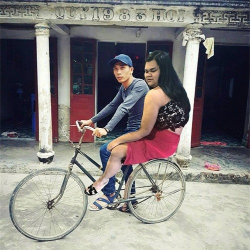 """cai ket """"vui khong tuong"""" cua chang trai mo mot lan duoc deo ngoc trinh - 2"""