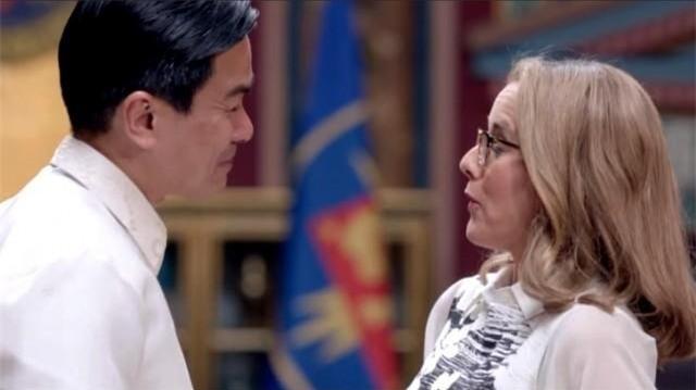 Philippines tuc gian vi 'tong thong' bi dam chay mau trong phim hinh anh 1
