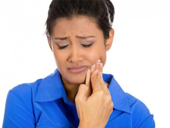 dùng tăm xỉa răng,sử dụng tăm xỉa răng, thói quen dùng tăm xỉa răng, tăm, răng, hậu quả của việc dùng tăm xỉa răng