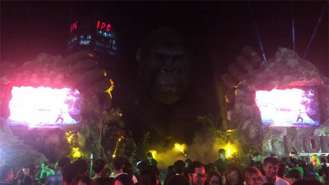 Mô hình Kong giá hơn 1 tỷ đồng còn lại trơ khung sau đám cháy lớn tại buổi ra mắt - Ảnh 2.