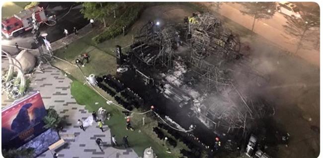 Mô hình Kong giá hơn 1 tỷ đồng còn lại trơ khung sau đám cháy lớn tại buổi ra mắt - Ảnh 3.