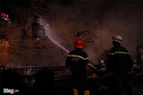 Nguyên nhân 'bà hỏa' thiêu rụi sân khấu 1 tỷ ngày ra mắt 'Kong: Skull Island'  ảnh 7