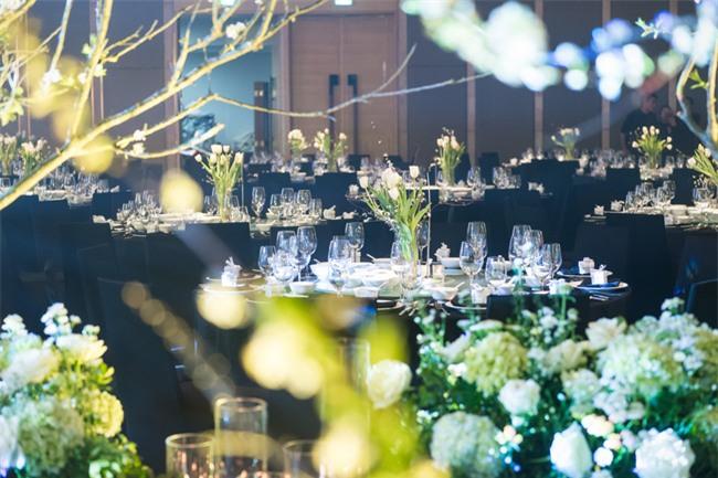 Cặp đôi Việt sinh sống tại Mỹ kỳ công dành gần 1 năm để chuẩn bị đám cưới độc lung linh với bạt ngàn hoa - Ảnh 5.