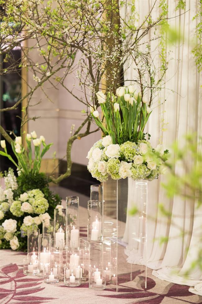 Cặp đôi Việt sinh sống tại Mỹ kỳ công dành gần 1 năm để chuẩn bị đám cưới độc lung linh với bạt ngàn hoa - Ảnh 15.