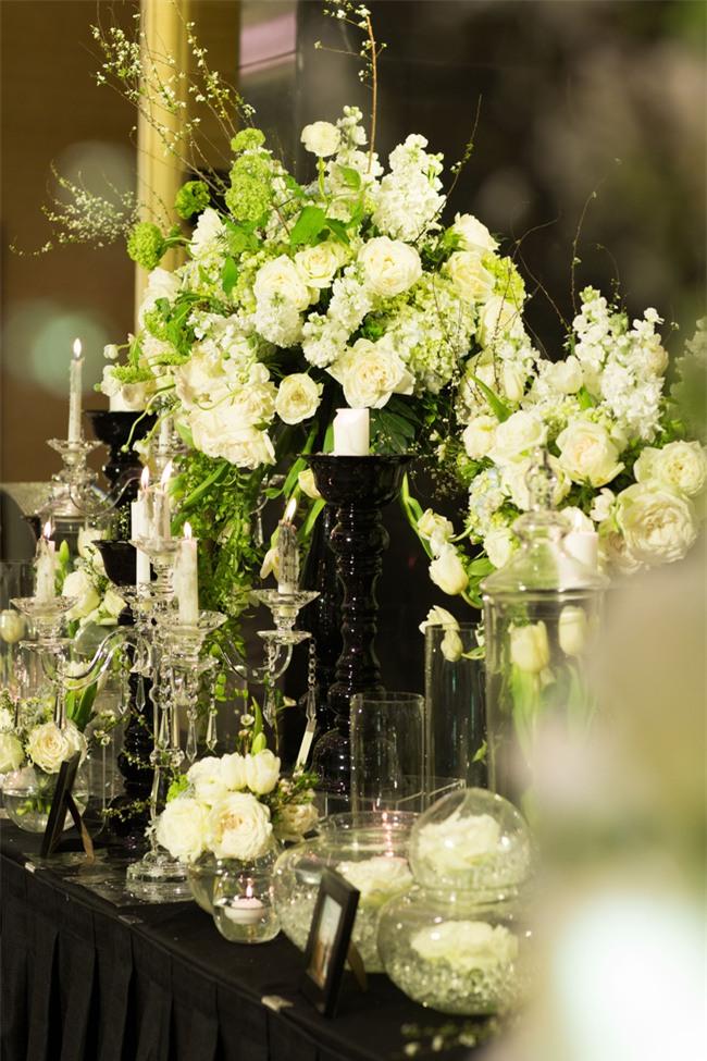 Cặp đôi Việt sinh sống tại Mỹ kỳ công dành gần 1 năm để chuẩn bị đám cưới độc lung linh với bạt ngàn hoa - Ảnh 17.