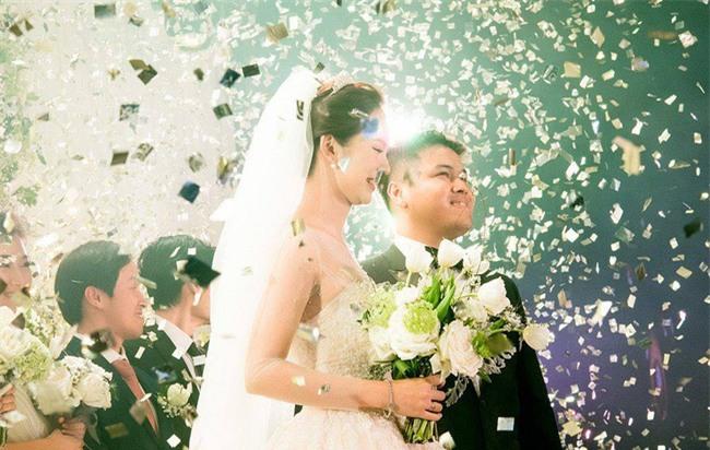 Cặp đôi Việt sinh sống tại Mỹ kỳ công dành gần 1 năm để chuẩn bị đám cưới độc lung linh với bạt ngàn hoa - Ảnh 18.