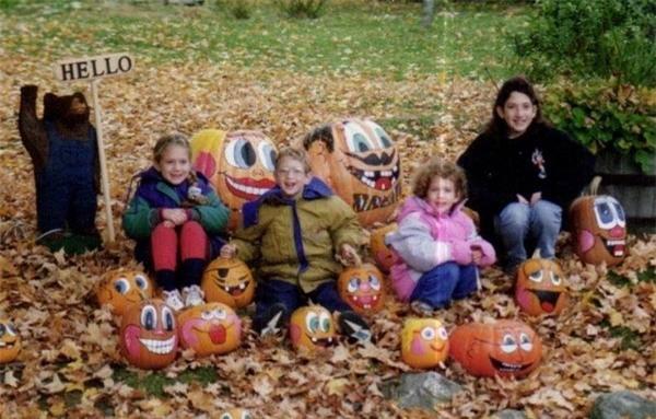 Mark Zuckerberg cùng 3 người chị em gái trong một dịp Halloween
