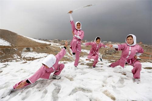 """Ẩn mình ở """"Tuyệt tình cốc"""", mỹ nữ luyện kung-fu - 11"""