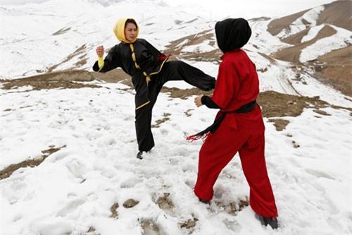 """Ẩn mình ở """"Tuyệt tình cốc"""", mỹ nữ luyện kung-fu - 12"""