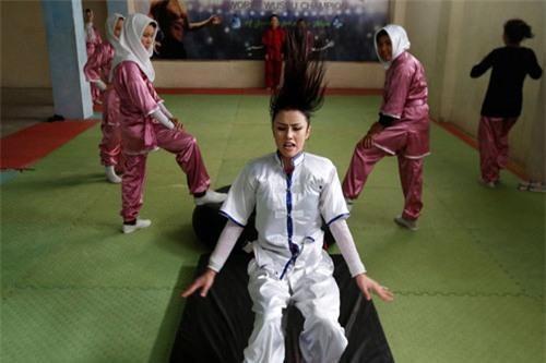 """Ẩn mình ở """"Tuyệt tình cốc"""", mỹ nữ luyện kung-fu - 5"""