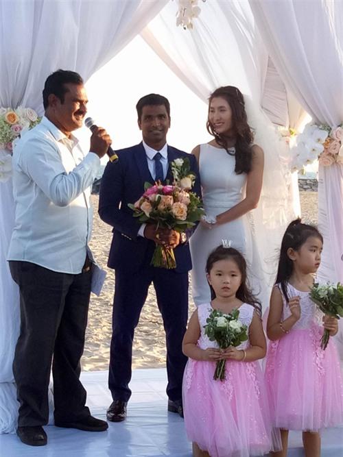 """Diễn viên """"Cổng mặt trời"""" Nguyệt Ánh và chồng Ấn Độ làm đám cưới lãng mạn trên biển - Ảnh 1."""