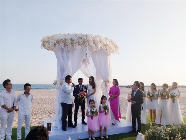 """Diễn viên """"Cổng mặt trời"""" Nguyệt Ánh và chồng Ấn Độ làm đám cưới lãng mạn trên biển - Ảnh 2."""