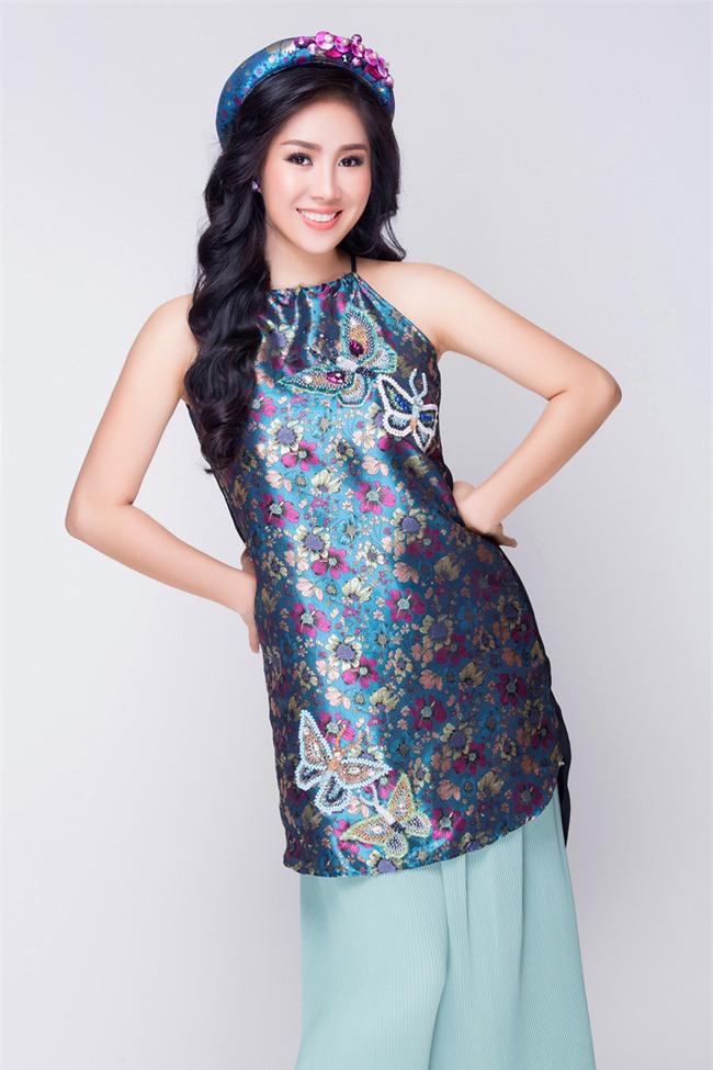 Mẹ một con Lê Phương tươi trẻ, khoe vai trần với váy yếm đỏ rực - Ảnh 7.
