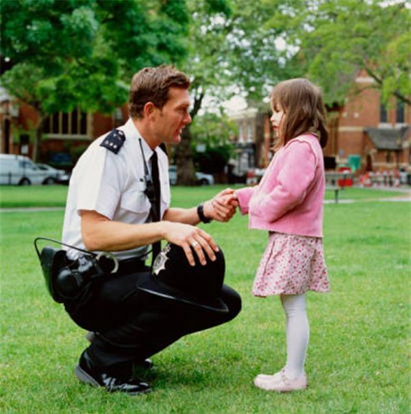 5 quy tắc an toàn mọi đứa trẻ đã lên 4 tuổi cần phải nắm được - Ảnh 2.