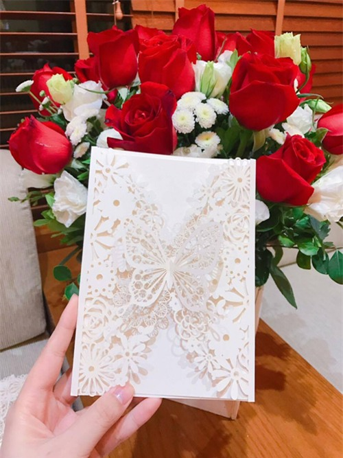 Lộ thiệp cưới cầu kì của MC Thành Trung - Ảnh 1.