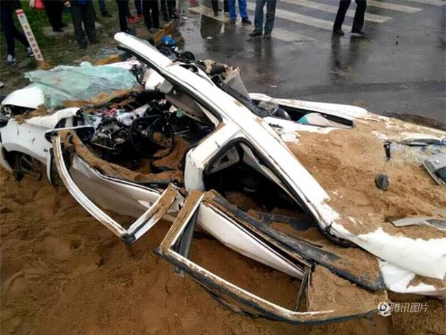 Bất ngờ lật nhào, container chở cát chôn sống nữ tài xe con bên đường - Ảnh 7.