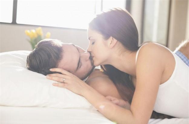 Thủ đoạn tán tỉnh làm cho chồng yêu bạn phát điên - Ảnh 2.