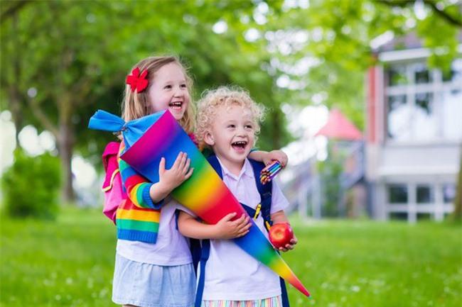 Vì sao trẻ em Đức luôn mang theo chiếc túi đựng đầy kẹo đến trường vào ngày khai giảng? - Ảnh 1.