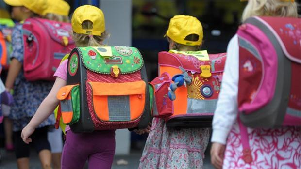 Vì sao trẻ em Đức luôn mang theo chiếc túi đựng đầy kẹo đến trường vào ngày khai giảng? - Ảnh 2.
