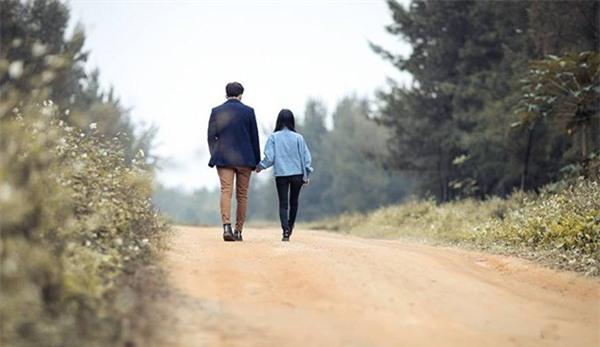 Những cặp đũa lệch sẽ giúp các nàng nấm lùn tự tin rằng kiểu gì cũng yêu được chàng vừa cao vừa soái - Ảnh 3.