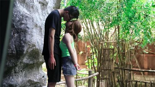 Những cặp đũa lệch sẽ giúp các nàng nấm lùn tự tin rằng kiểu gì cũng yêu được chàng vừa cao vừa soái - Ảnh 5.