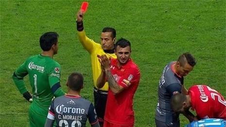 Giới vua sân cỏ Mexico thường hay bị trọng tài tấn công khi phạt thẻ