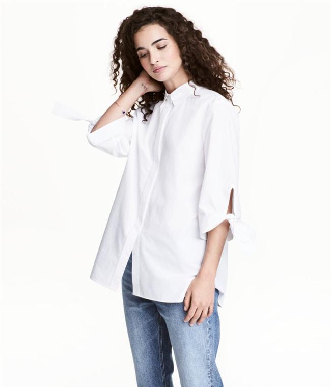 Sơmi trắng: chiếc áo vốn khô khan, nghiêm túc đang tự F5 mình bằng những cách điệu thú vị - Ảnh 13.