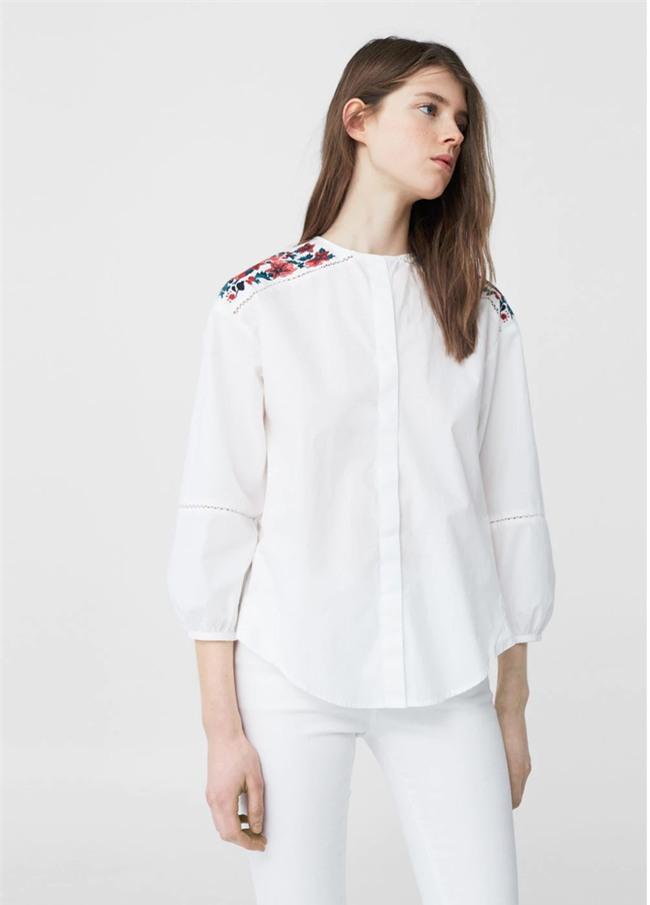 Sơmi trắng: chiếc áo vốn khô khan, nghiêm túc đang tự F5 mình bằng những cách điệu thú vị - Ảnh 6.