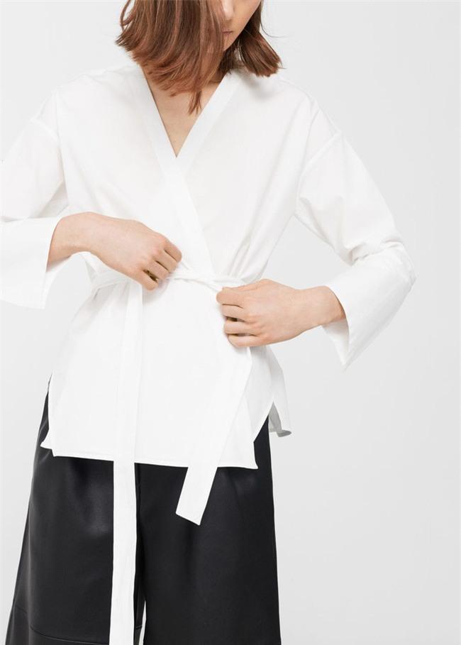 Sơmi trắng: chiếc áo vốn khô khan, nghiêm túc đang tự F5 mình bằng những cách điệu thú vị - Ảnh 8.