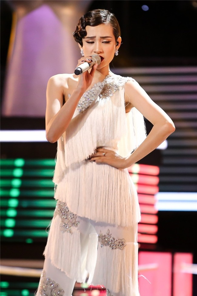 Hot girl The Voice de dang chien thang du lan dau hat tieng Anh hinh anh 3