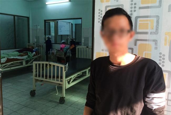 Mẹ tài xế GrabBike bị xe ôm đâm gục ở Sài Gòn: Nhìn con máu me đầy người, lòng tôi đau như dao cắt - Ảnh 1.