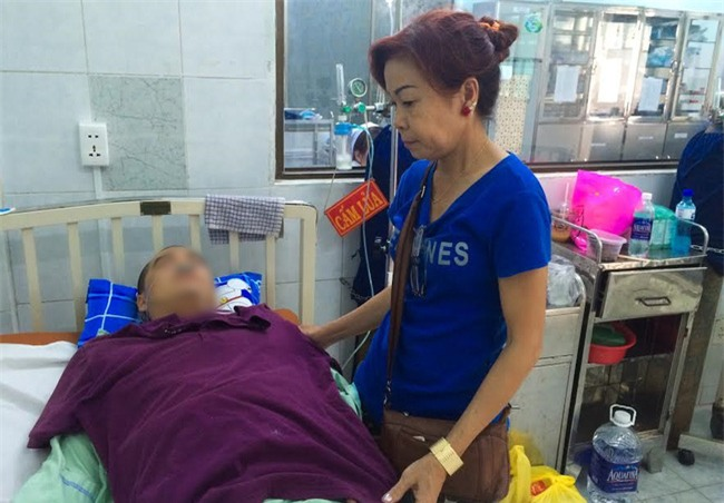 Mẹ tài xế GrabBike bị xe ôm đâm gục ở Sài Gòn: Nhìn con máu me đầy người, lòng tôi đau như dao cắt - Ảnh 2.