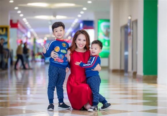 MC Đan Lê, ảnh đẹp Đan Lê, 3 mẹ con MC Đan Lê, mẹ con Đan Lê