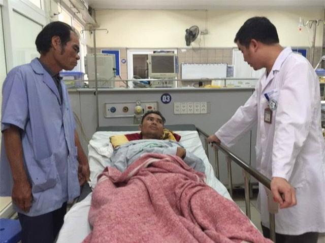Có 4 sinh viên bị giảm thị lực, 3 sinh viên có dấu hiệu tổn thương não đang điều trị tại Trung tâm Chống độc.