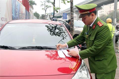 Chủ tịch quận viết thư ngỏ, xe vẫn đỗ đầy vỉa hè quanh trụ sở - Ảnh 10.