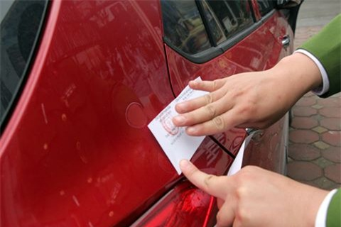 Chủ tịch quận viết thư ngỏ, xe vẫn đỗ đầy vỉa hè quanh trụ sở - Ảnh 11.