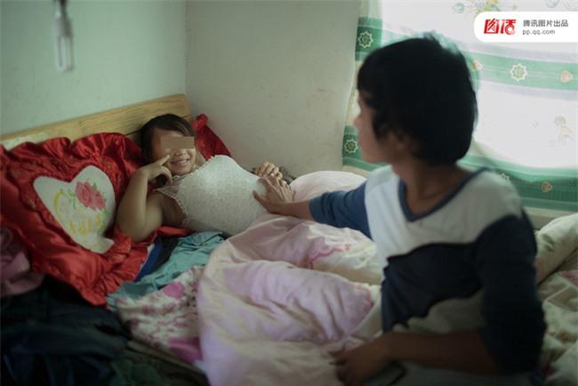 Câu chuyện thương tâm của những cô bé buộc phải làm mẹ trẻ con khi còn chưa kịp trưởng thành - Ảnh 4.
