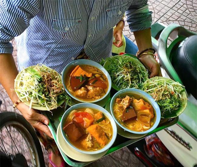 8 quán ăn nhìn tuềnh toàng nhưng ai thử một lần cũng gật gù đáng đồng tiền bát gạo - Ảnh 18.