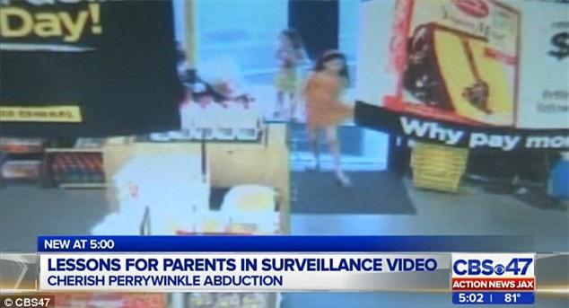 Video: Khoảnh khắc cuối cùng của bé gái 8 tuổi trước khi bị kẻ ấu dâm cưỡng hiếp và giết hại dã man - Ảnh 2.