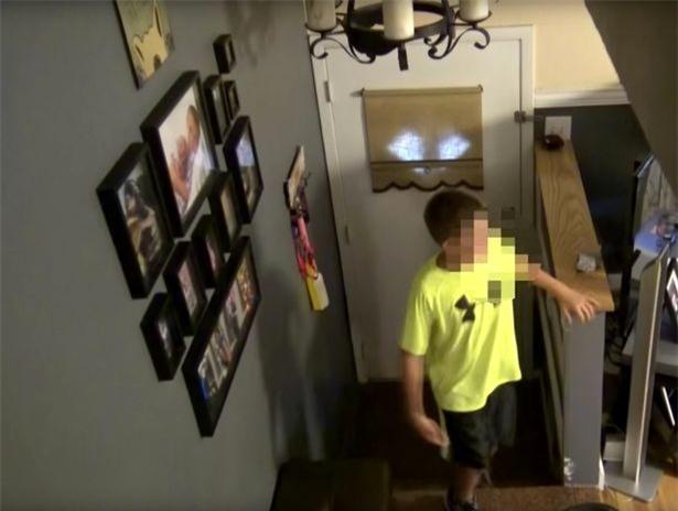 Nhờ một màn kịch, người mẹ đã cho con trai bài học nhớ đời về việc kết bạn qua mạng xã hội - Ảnh 1.