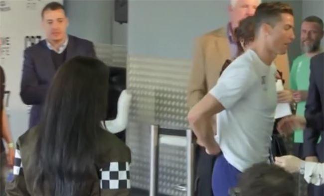 Georgina dính chặt Ronaldo sau tin đồn CR7 có con sinh đôi - Ảnh 3.