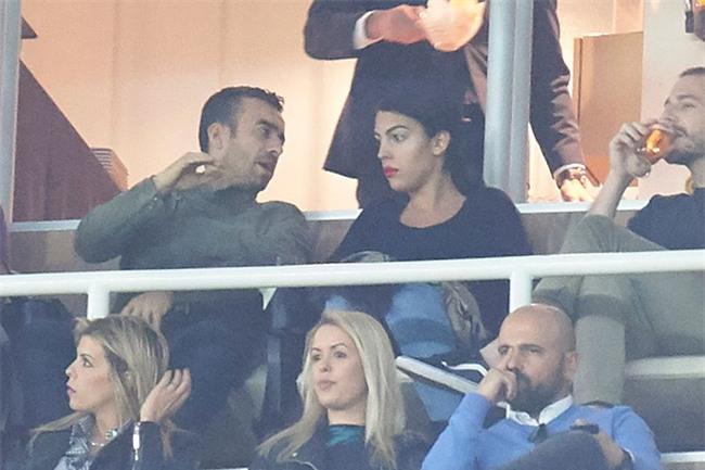 Georgina dính chặt Ronaldo sau tin đồn CR7 có con sinh đôi - Ảnh 5.