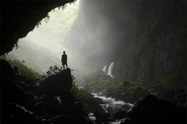 16 hang động sở hữu vẻ đẹp hùng vĩ và lộng lẫy đến khó tin của thế giới - Ảnh 1.