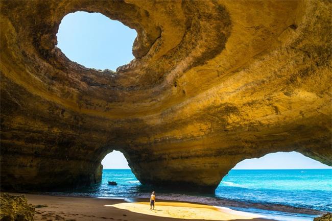 16 hang động sở hữu vẻ đẹp hùng vĩ và lộng lẫy đến khó tin của thế giới - Ảnh 2.