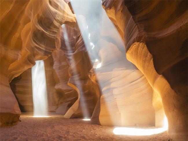 16 hang động sở hữu vẻ đẹp hùng vĩ và lộng lẫy đến khó tin của thế giới - Ảnh 7.