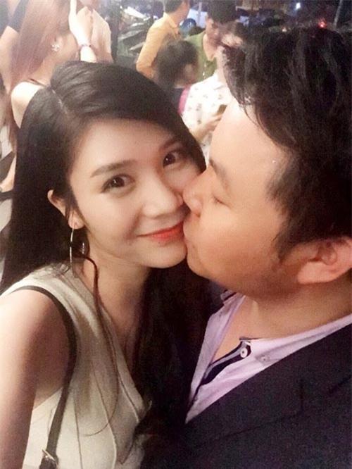 Quang Lê gây sốc khi công khai ảnh ôm hôn bạn gái 9x - 2